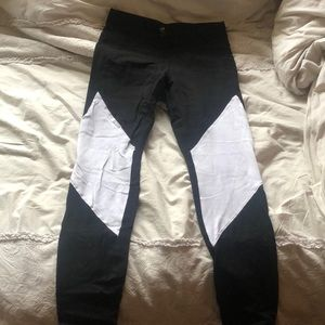 GAP - black & white workout leggings